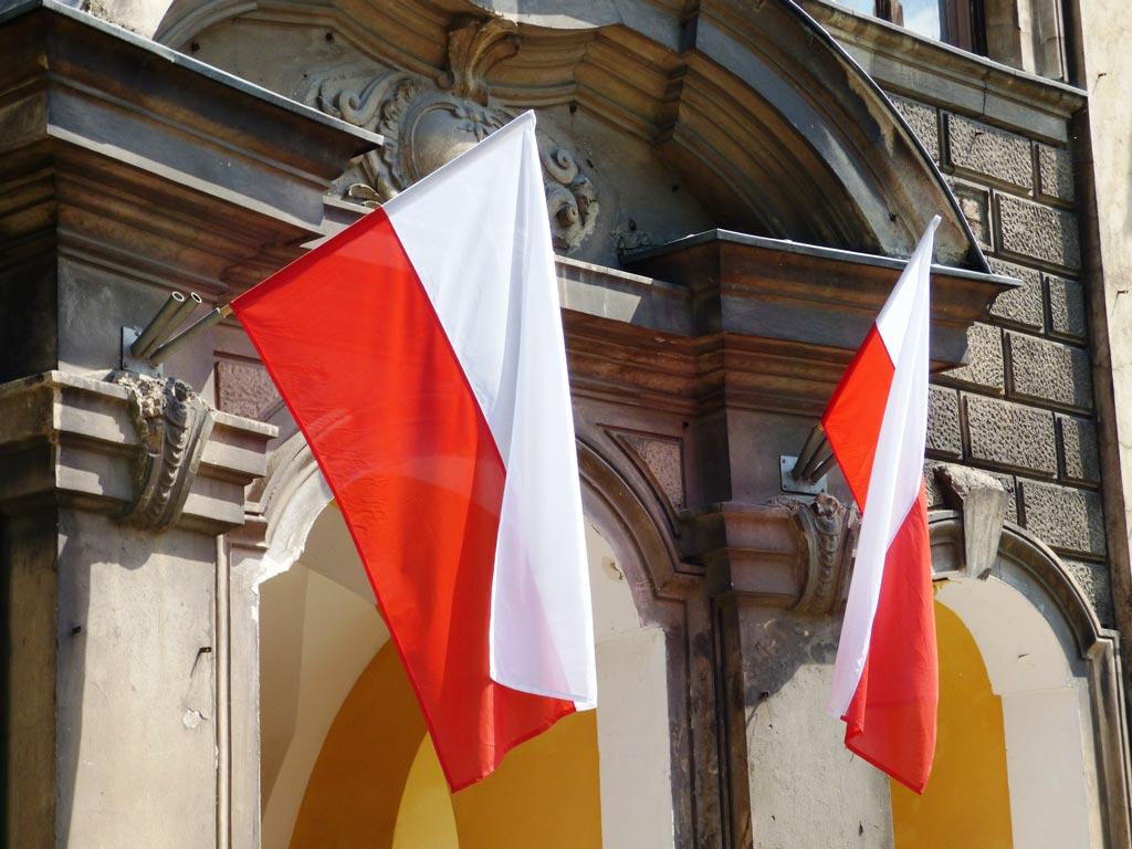 Polské vlajky na domě